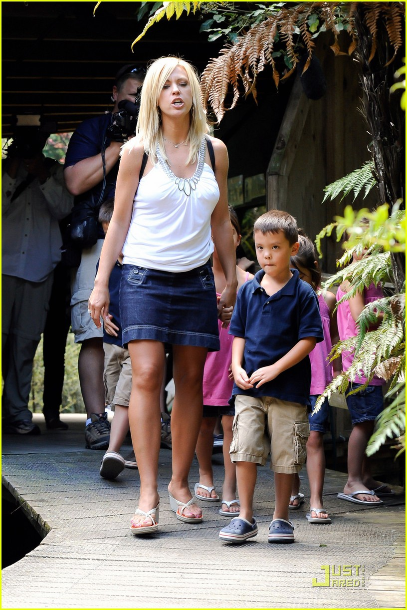 kate gosselin new zealand sight seeing 012510024