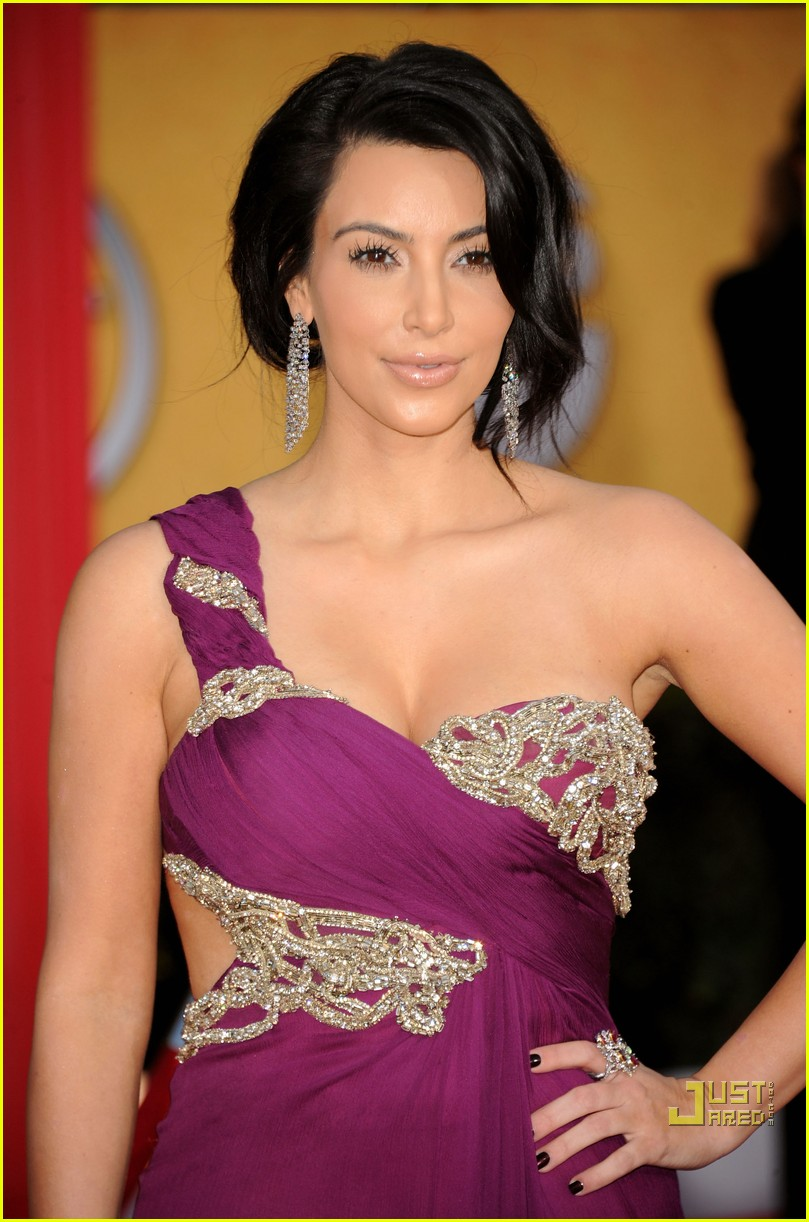 kim kardashian sag awards 2011 07