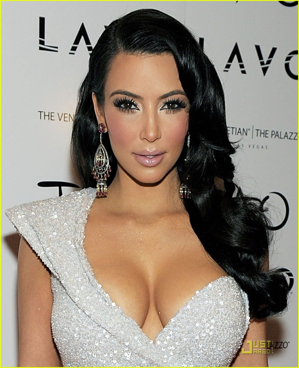kim kardashian new years tao 012507528