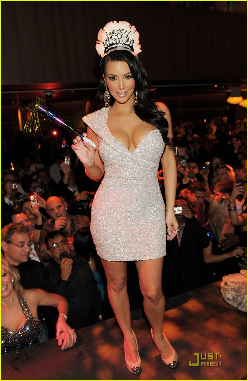 kim kardashian new years tao 02