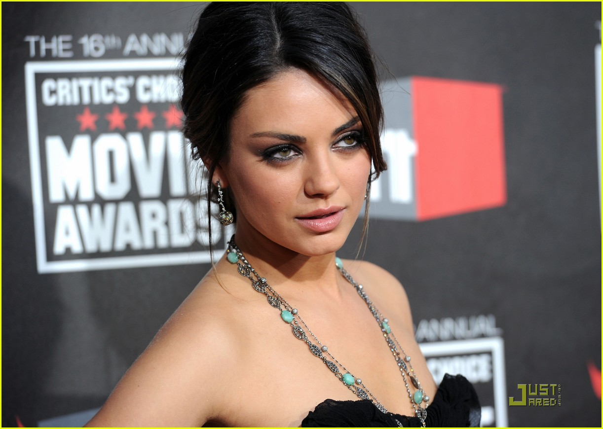 mila kunis critics choice 21