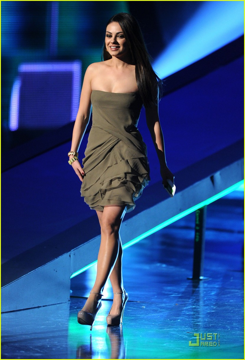 mila kunis 2011 peoples choice awards 032508616