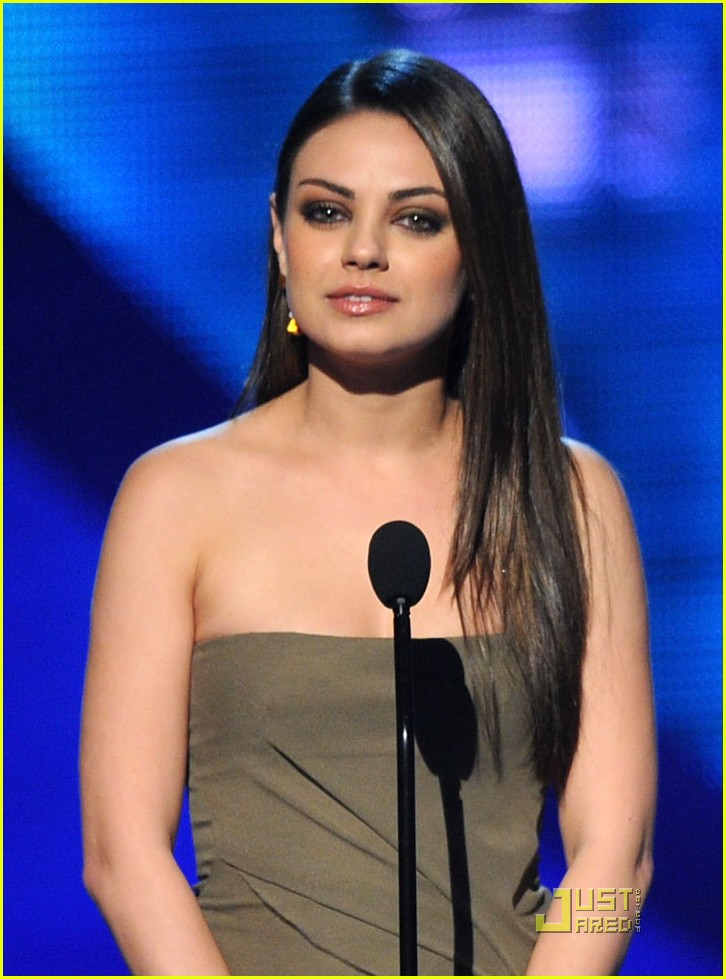 mila kunis 2011 peoples choice awards 052508618