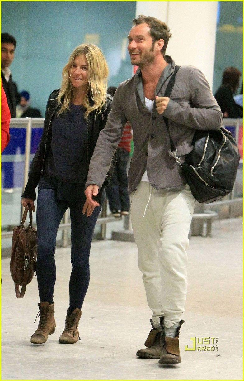 jude law sienna miller heathrow 05