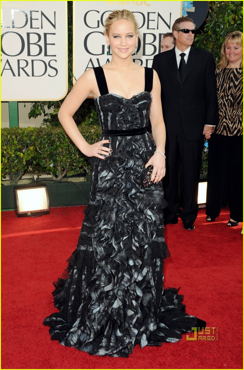 jennifer lawrence golden globes 2011 hailee steinfeld 05