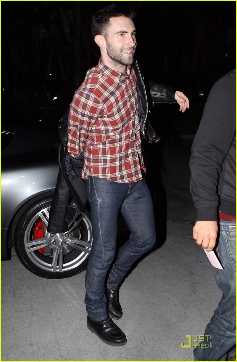 adam levine wears clothes for dinner 01