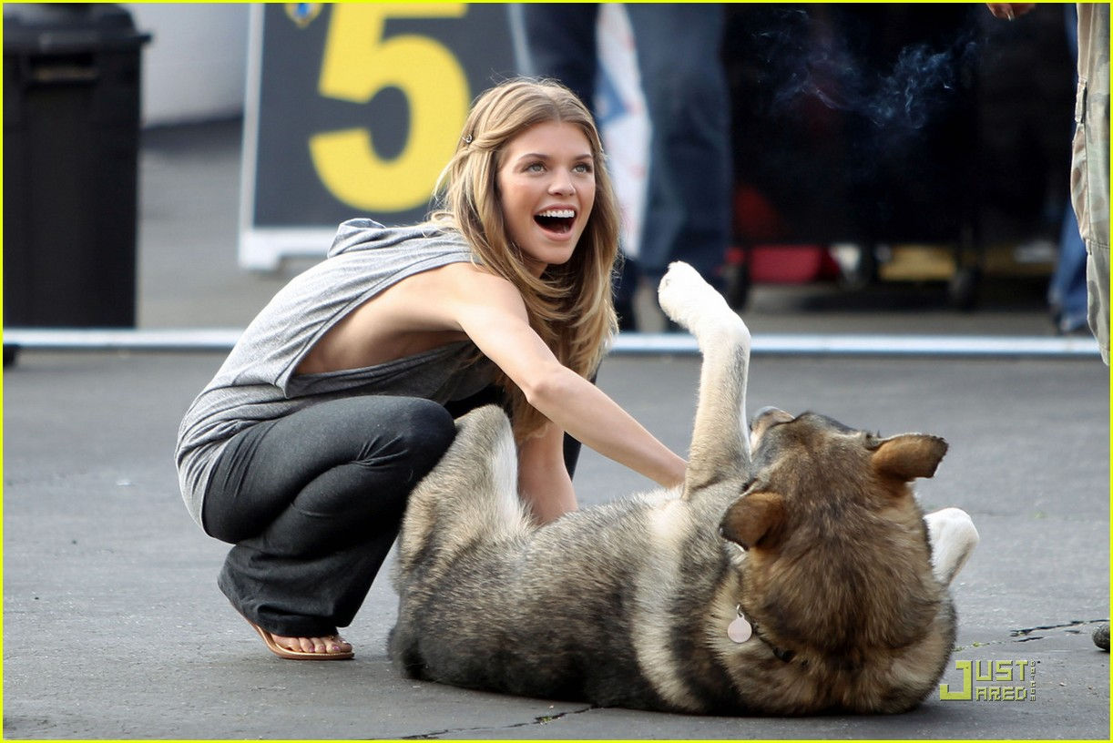 annalynne mccord jessica stroup on 90210 set 062513386