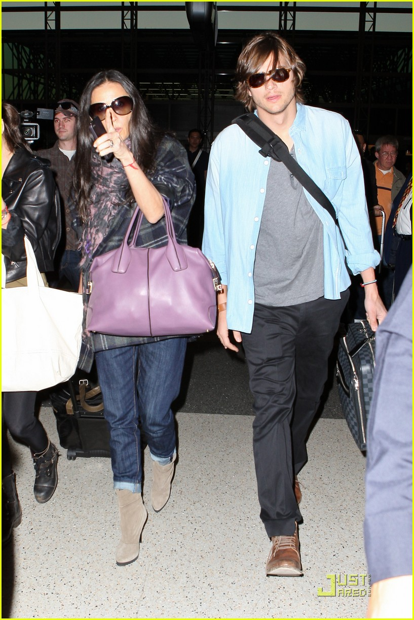 demi moore ashton kutcher en route to brazil 04
