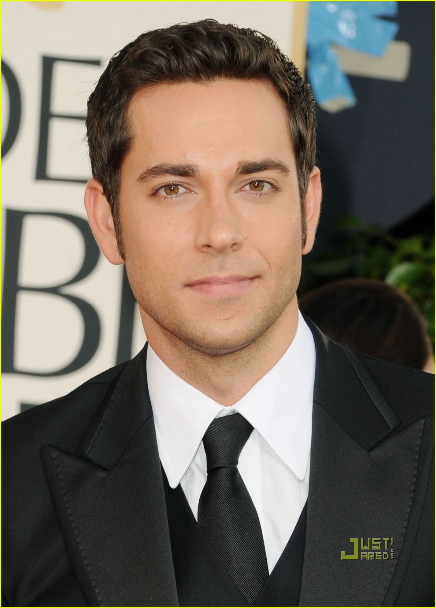 zachary levi mandy moore golden globes 2011 red carpet 04