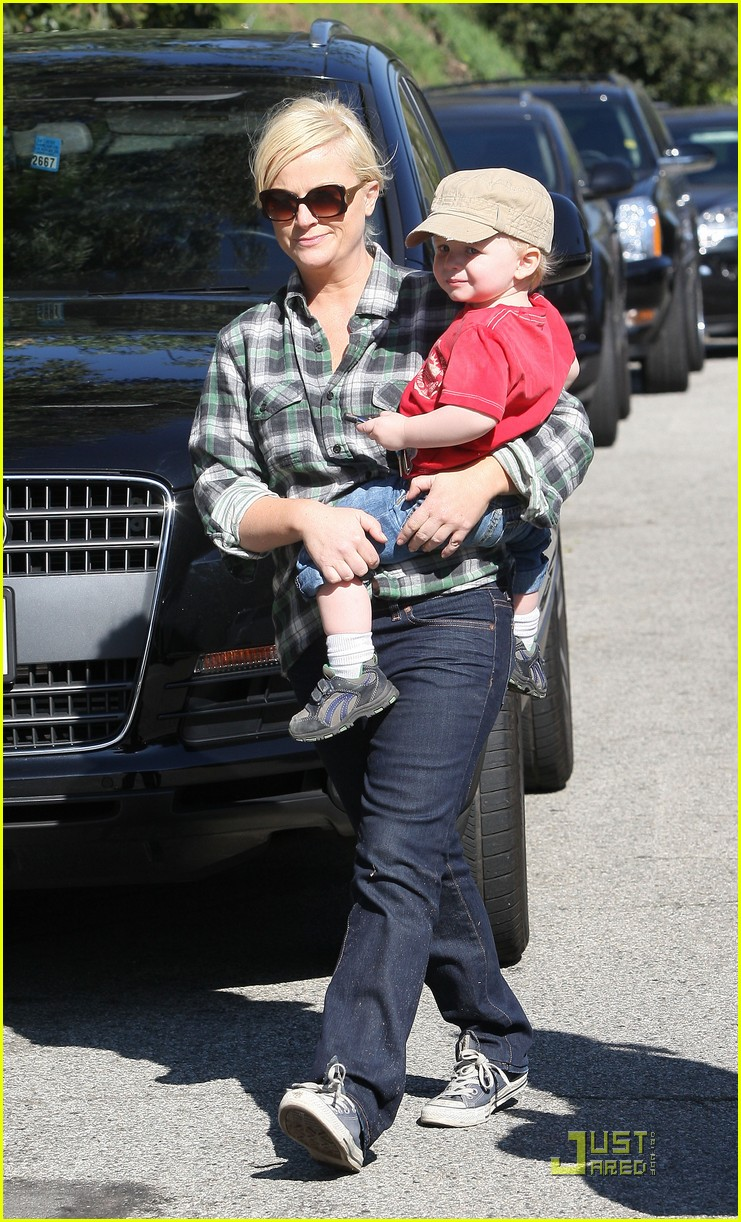 amy poehler playdate with archie 08
