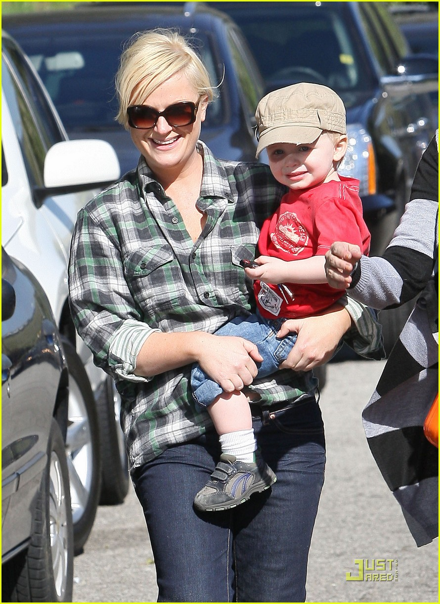 amy poehler playdate with archie 092515186