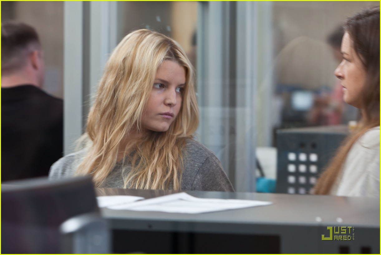 jessica simpson security check in 01
