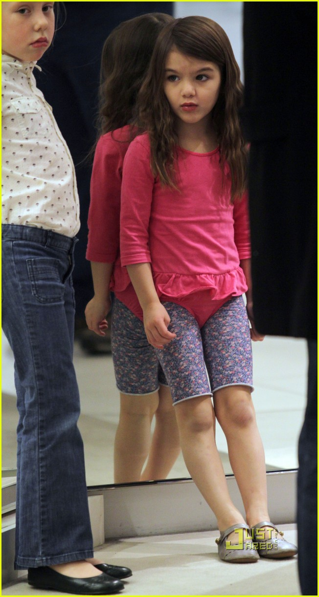 katie holmes suri cruise shoe shopping 09