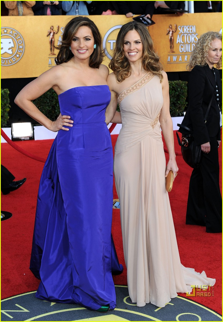 hilary swank mariska hargitay sag awards 2011 01
