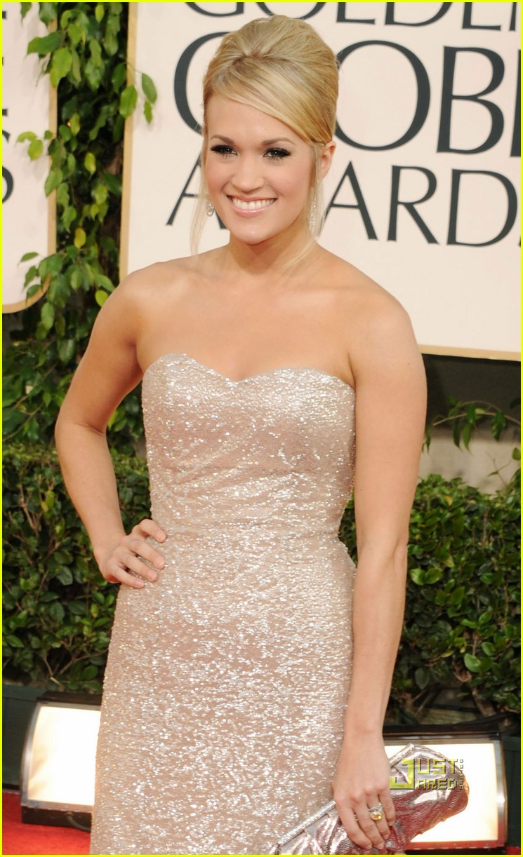 carrie underwood 2011 golden globes 01