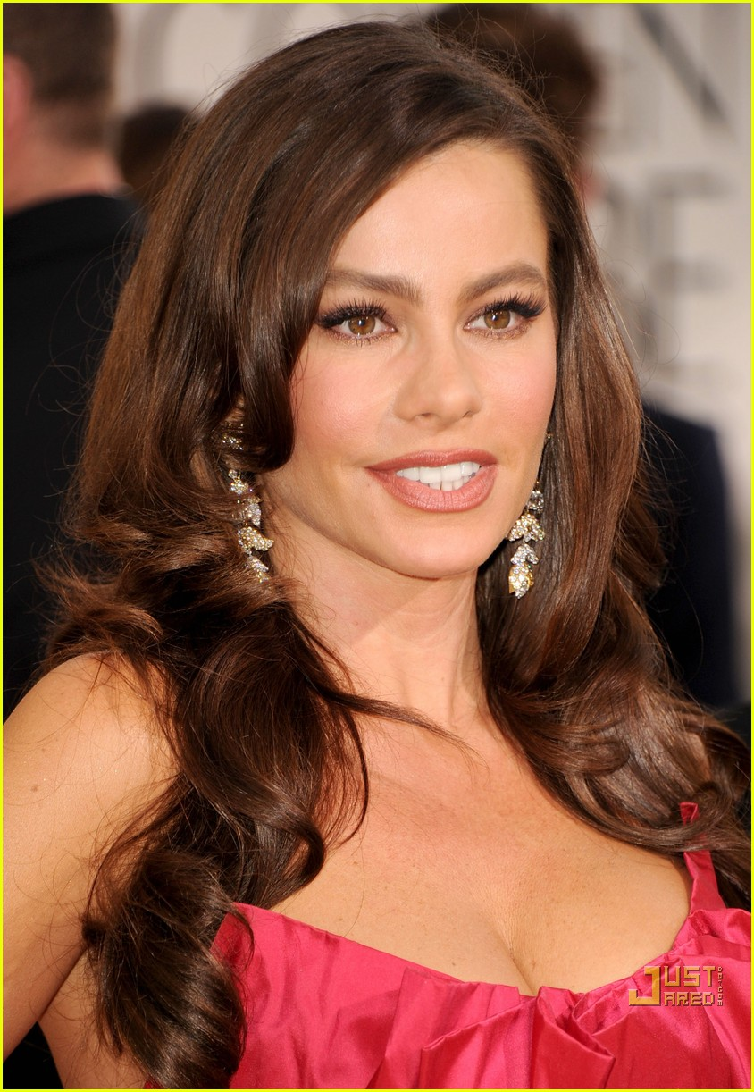 sofia vergara julia bowen golden globes red carpet 2011 11