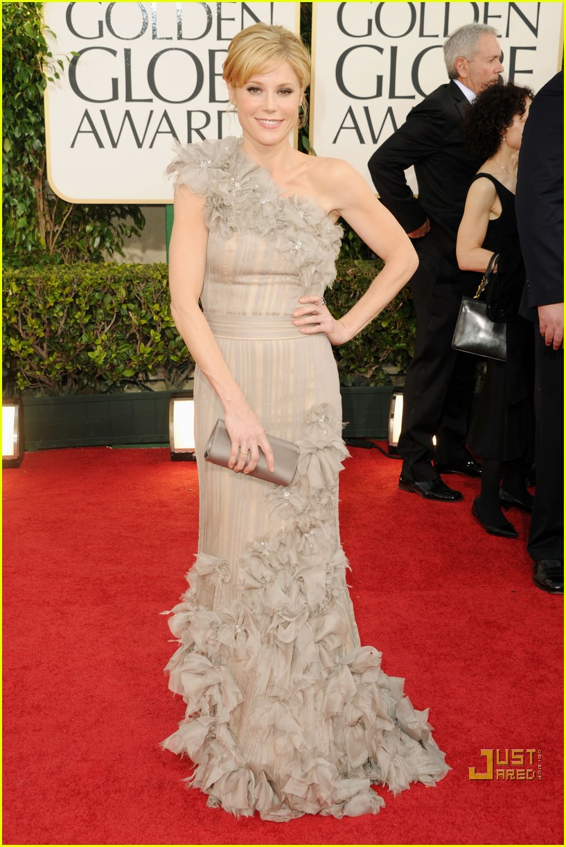 sofia vergara julia bowen golden globes red carpet 2011 14