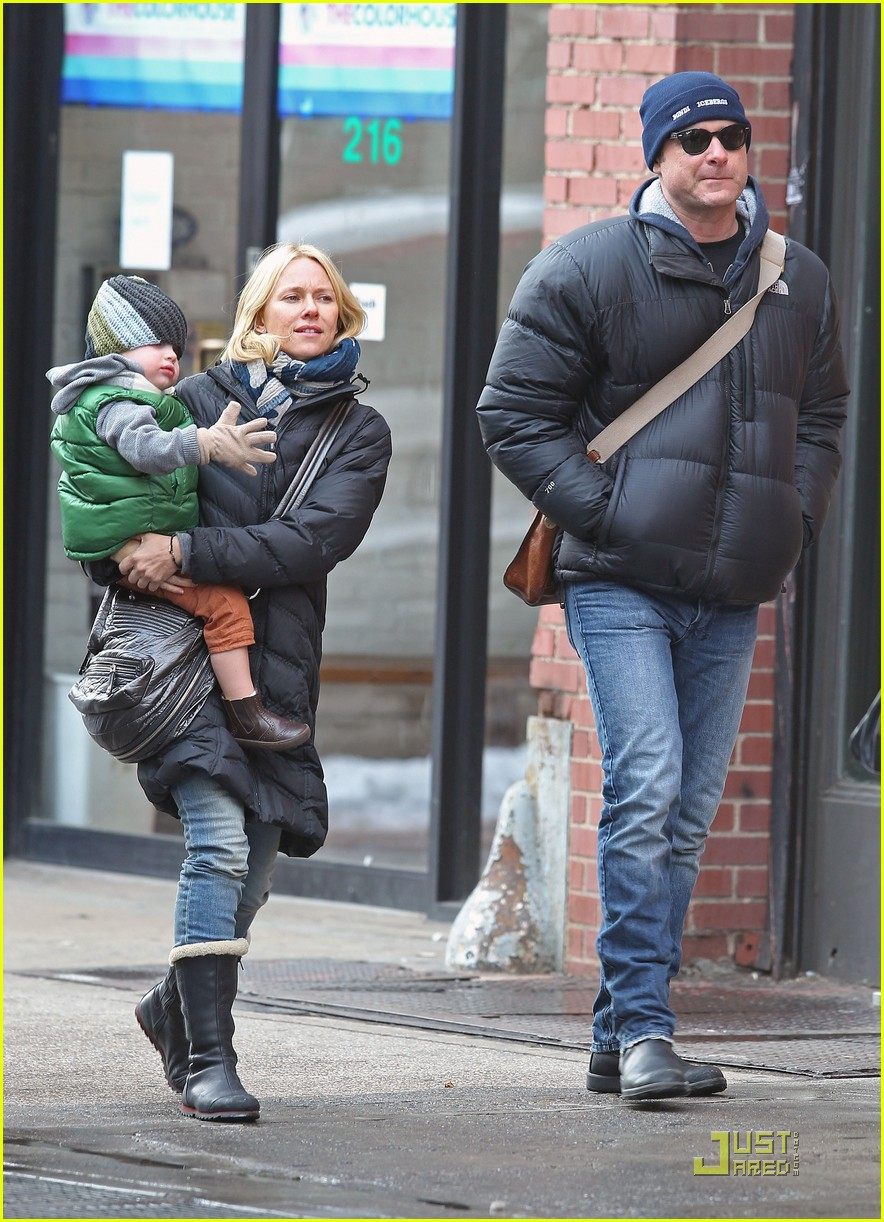 naomi watts liev schreiber museum trip with boys 08