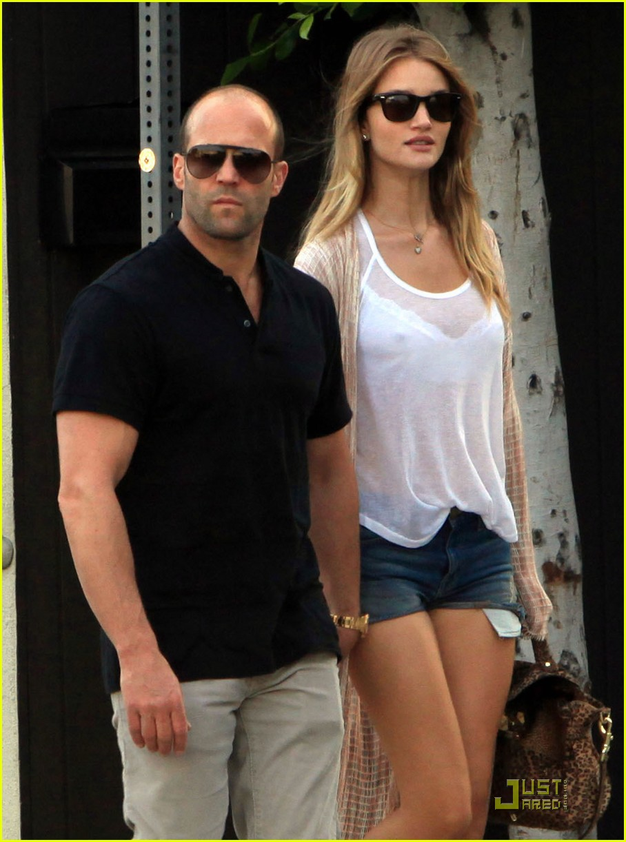 rosie huntington whiteley jason statham spanish kitchen lovers 05
