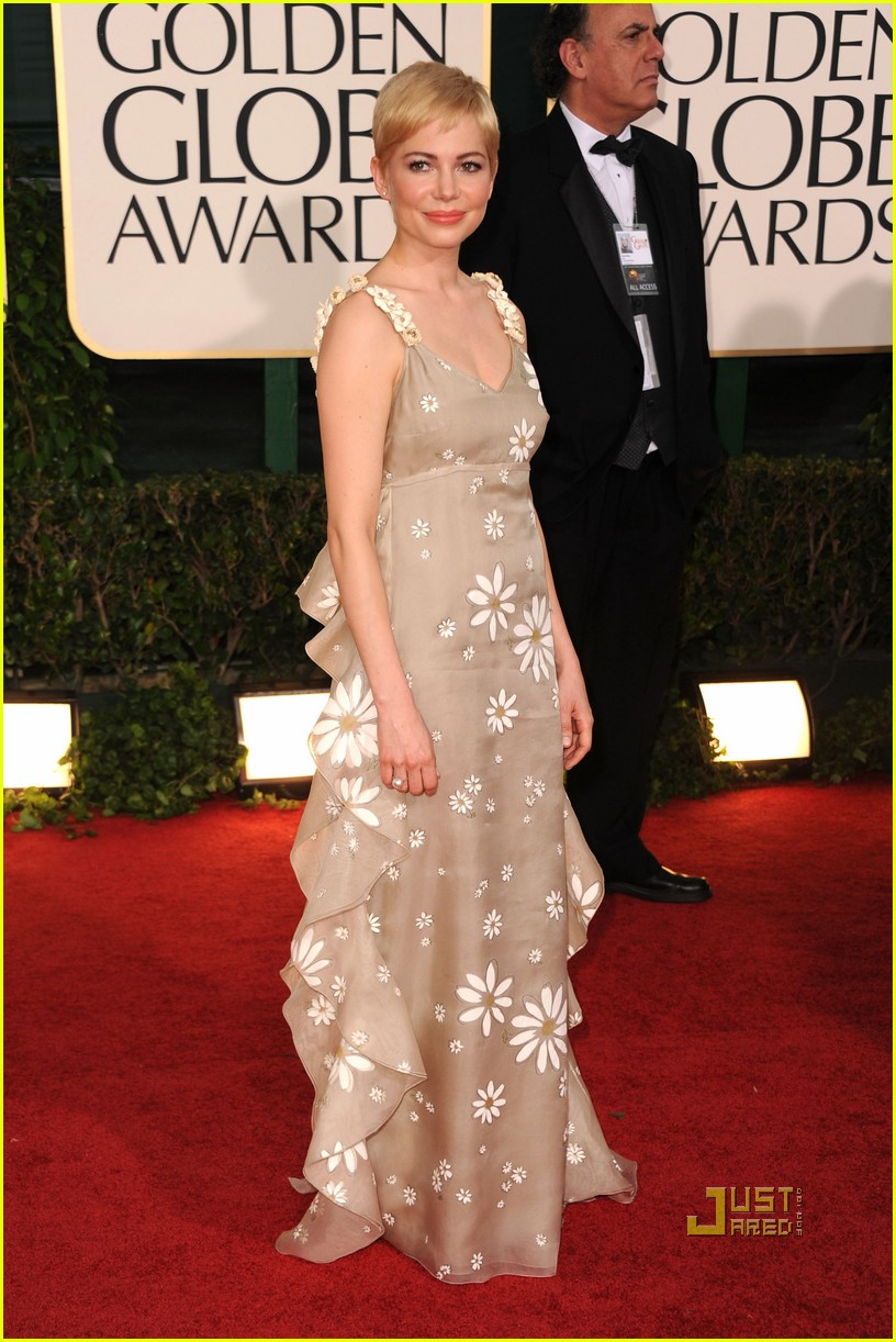 michelle williams 2011 golden globes red carpet 02