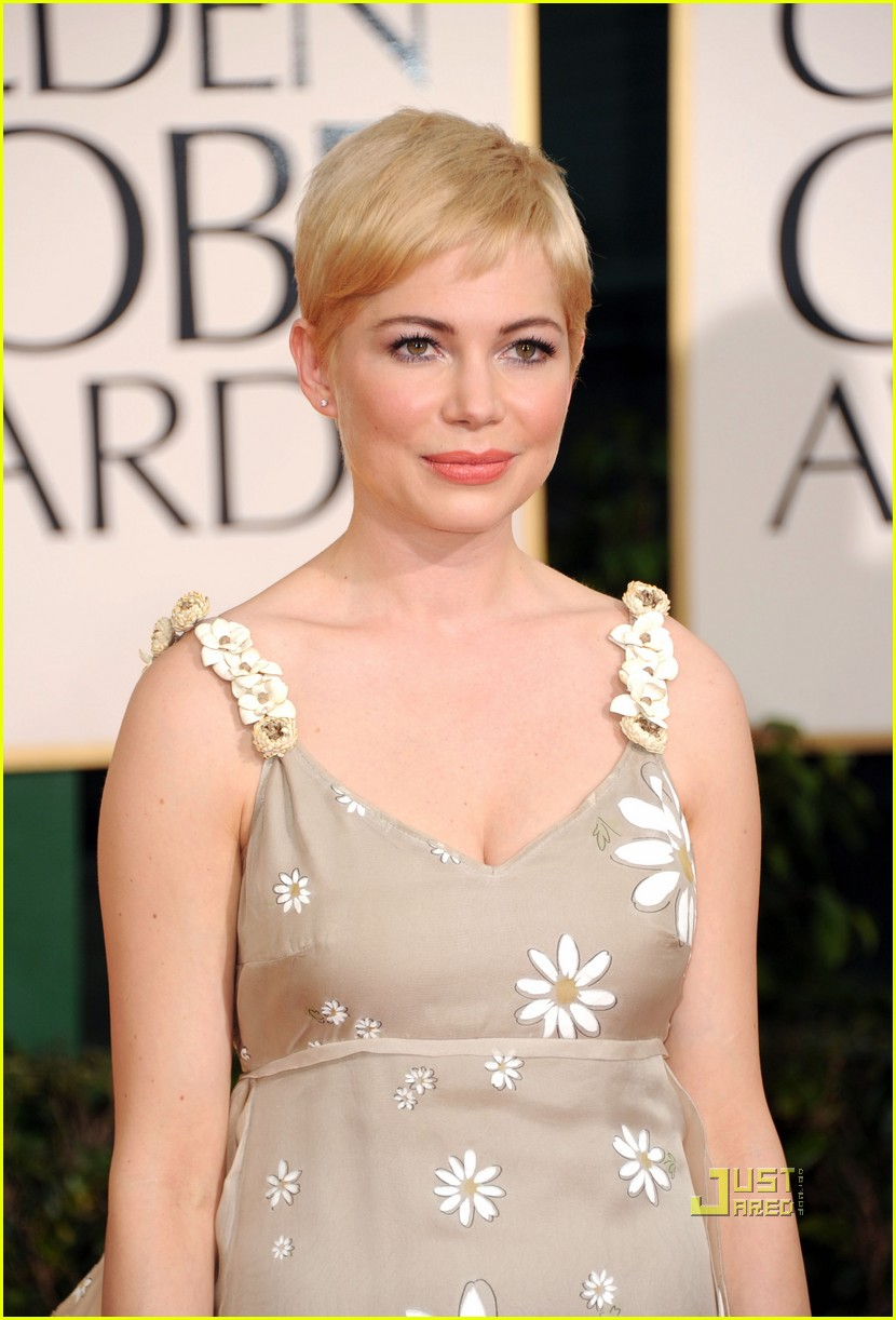 michelle williams 2011 golden globes red carpet 03