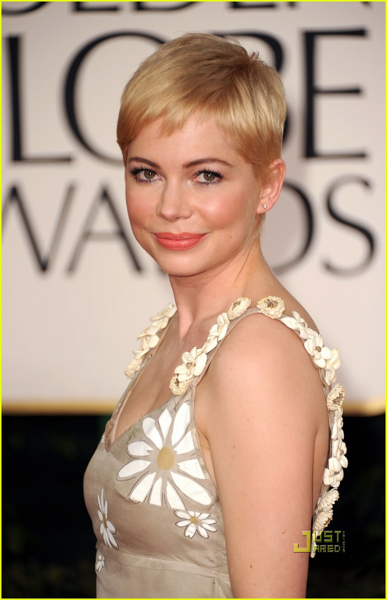 michelle williams 2011 golden globes red carpet 06