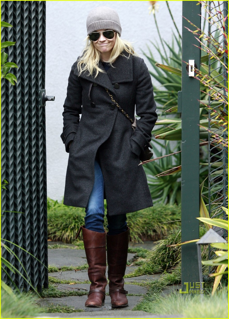 reese witherspoon coat friends house 03