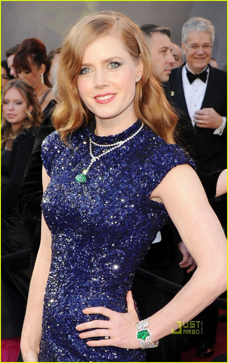 amy adams oscars 2011 red carpet 01
