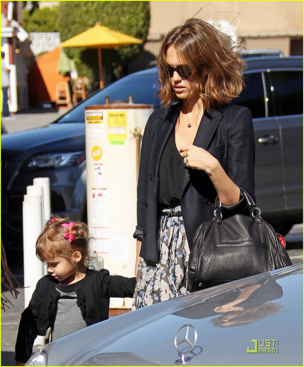 jessica alba loves lunch dates 01