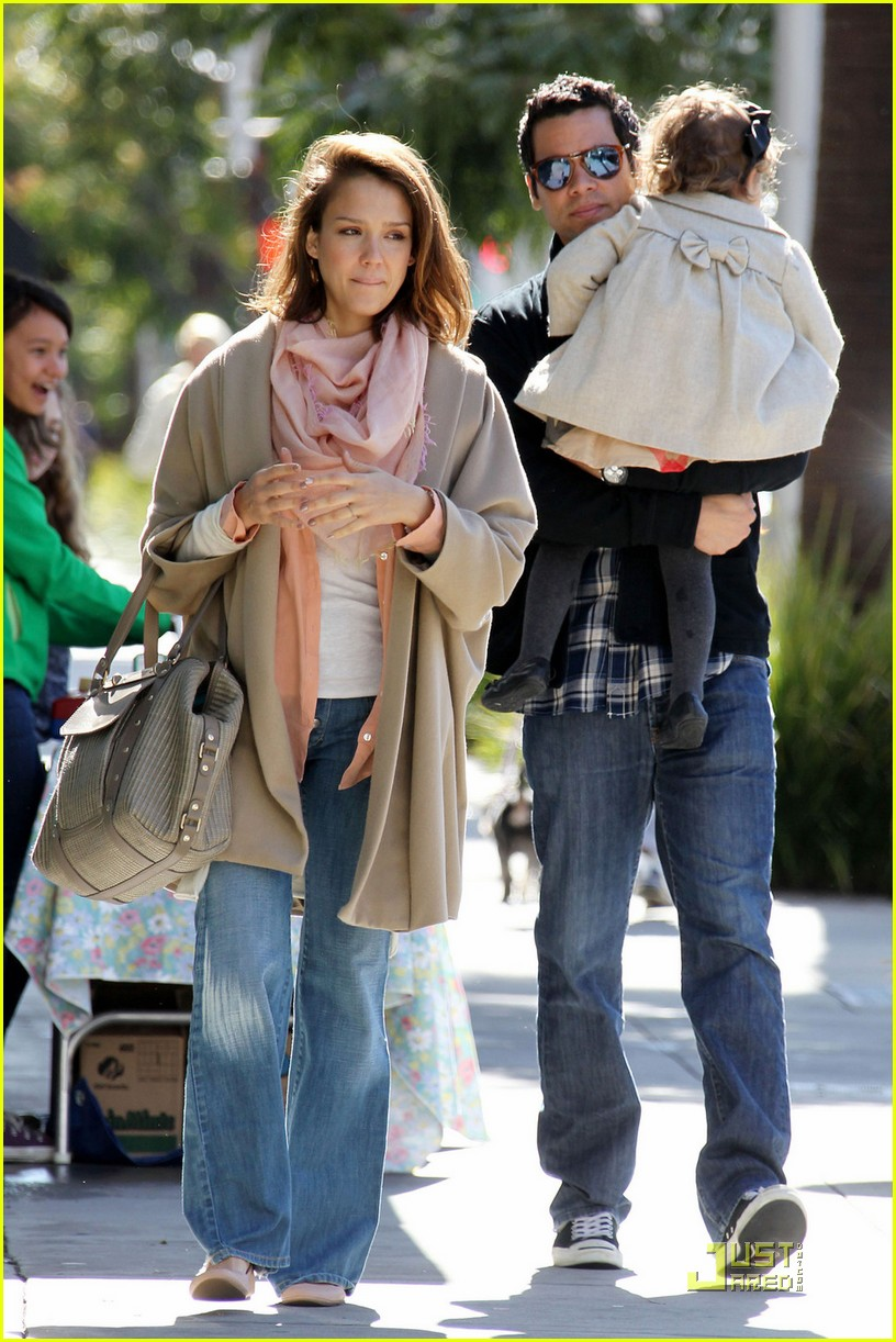 jessica alba breakfast with cash honor 02