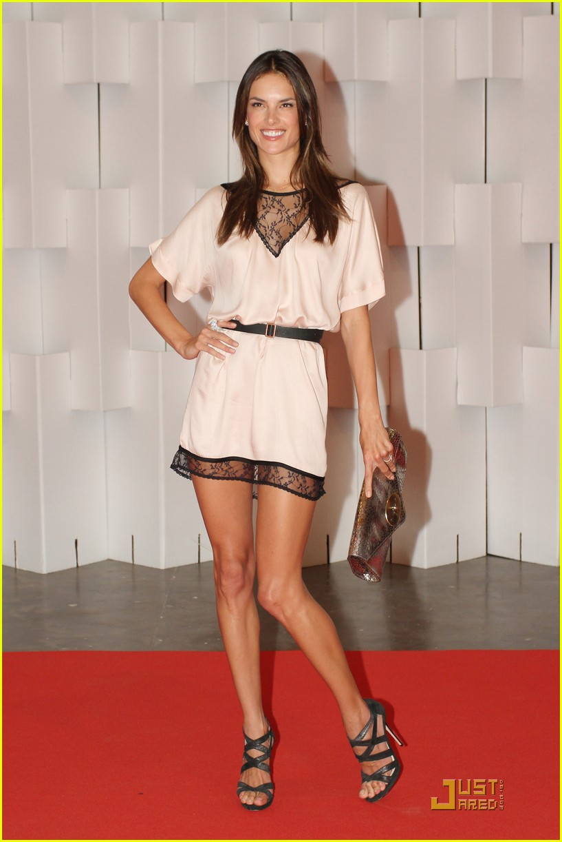 Alessandra Ambrosio: Colcci Fashion Show!: Photo 2515989 ...