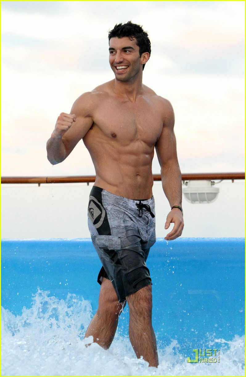 justin baldoni washboard abs for short film 012516392