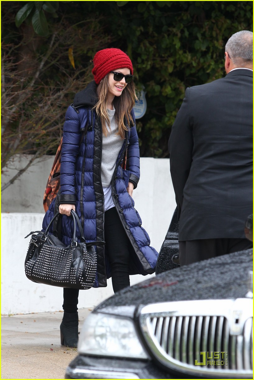 rachel bilson ready for lax takeoff 02