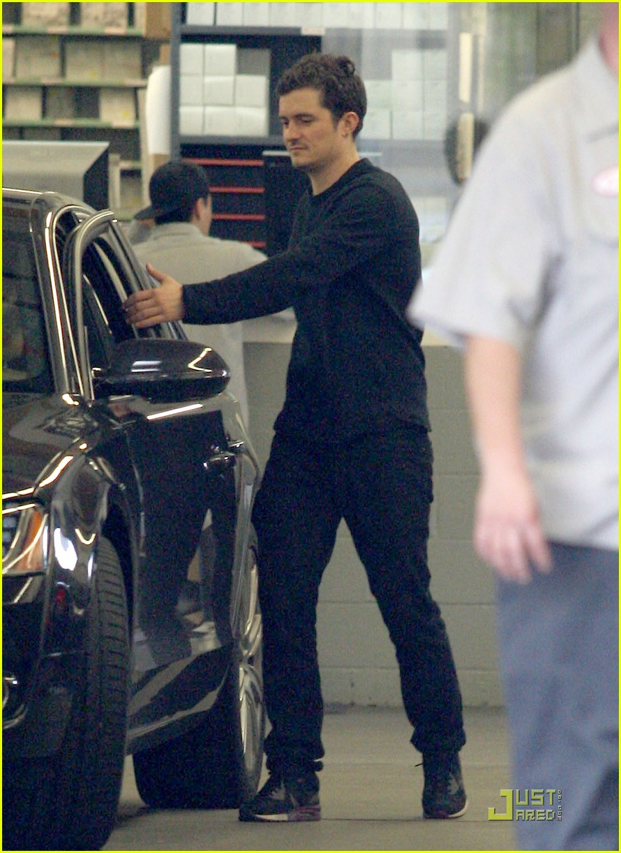 orlando bloom car repair 02