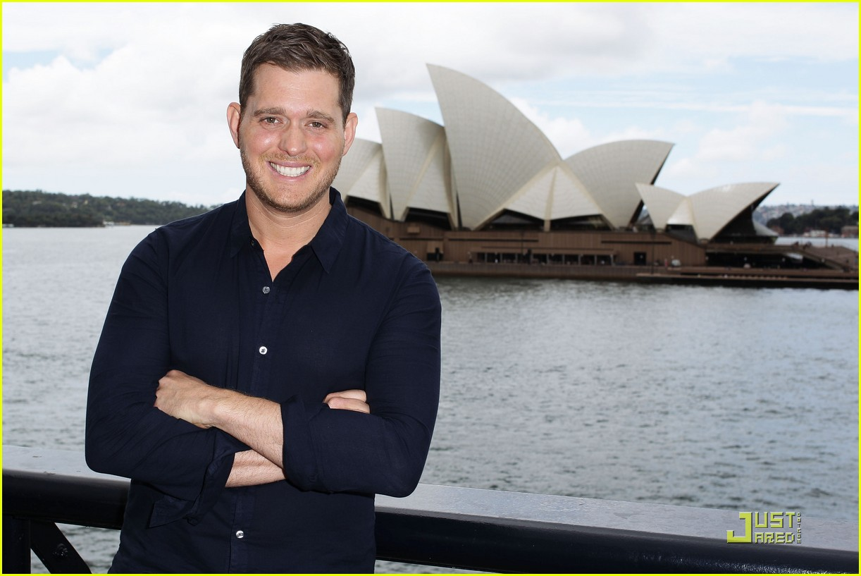 michael buble brings crazy love down under 06