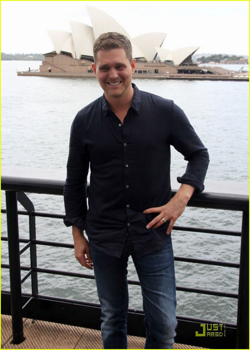 michael buble brings crazy love down under 09