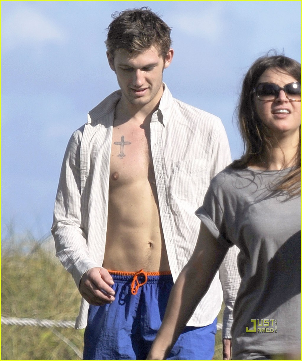 alex pettyfer bulge 01
