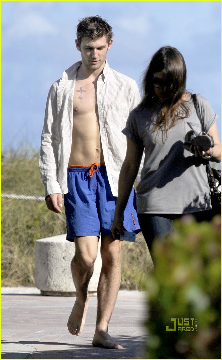 Robin Thicke Bulge Posted in alex pettyfer bulges
