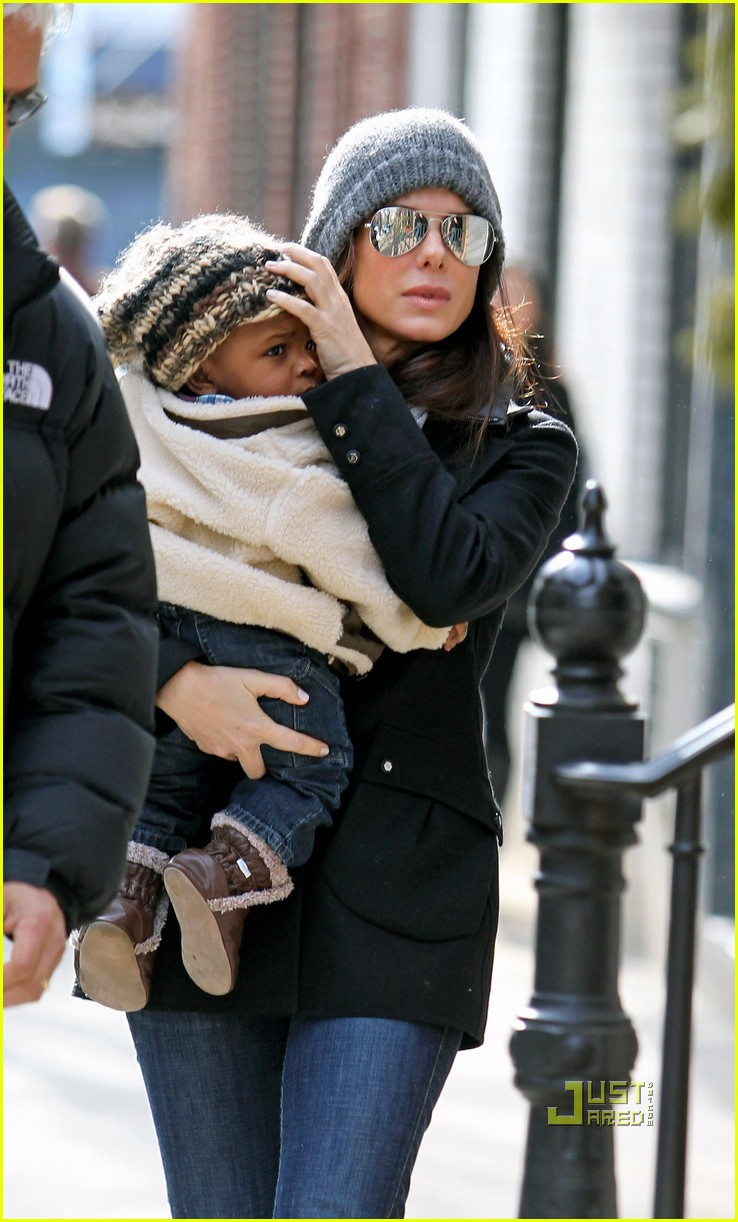 sandra bullock louis bundled nyc 03