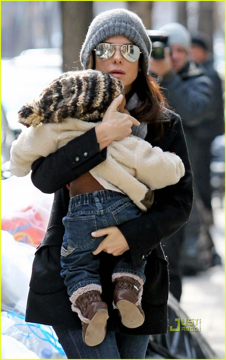 sandra bullock louis bundled nyc 05