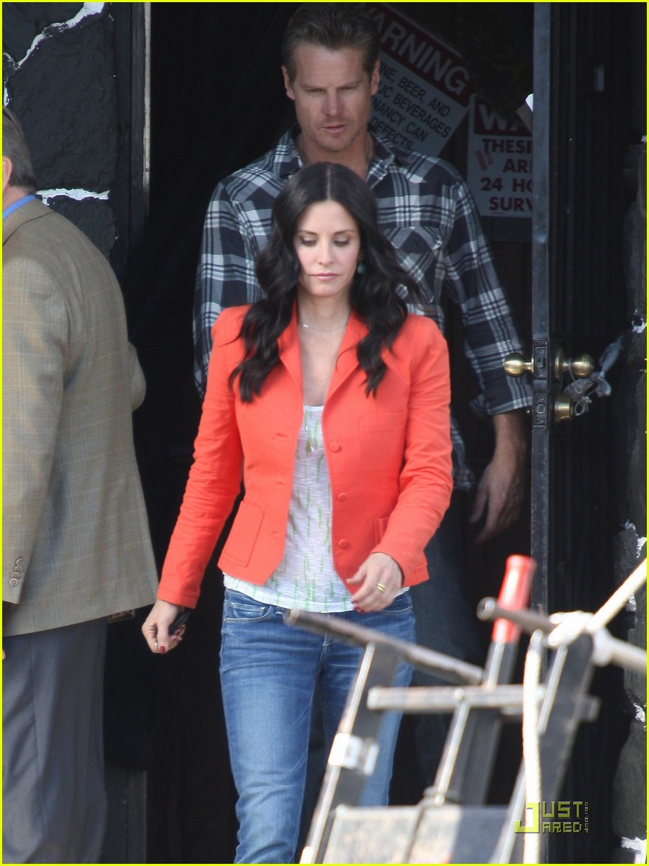 courteney cox cougar with a cane 04