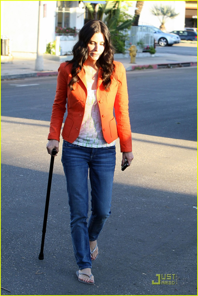 courteney cox cougar with a cane 05