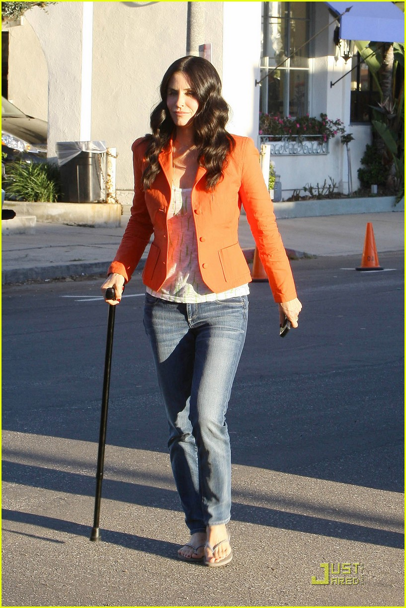 courteney cox cougar with a cane 122518586