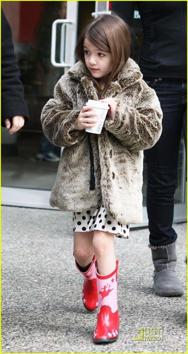 suri cruise hot cocoa cowgirl 01