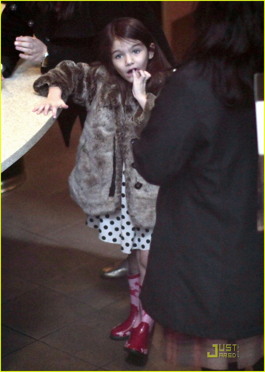 suri cruise hot cocoa cowgirl 09