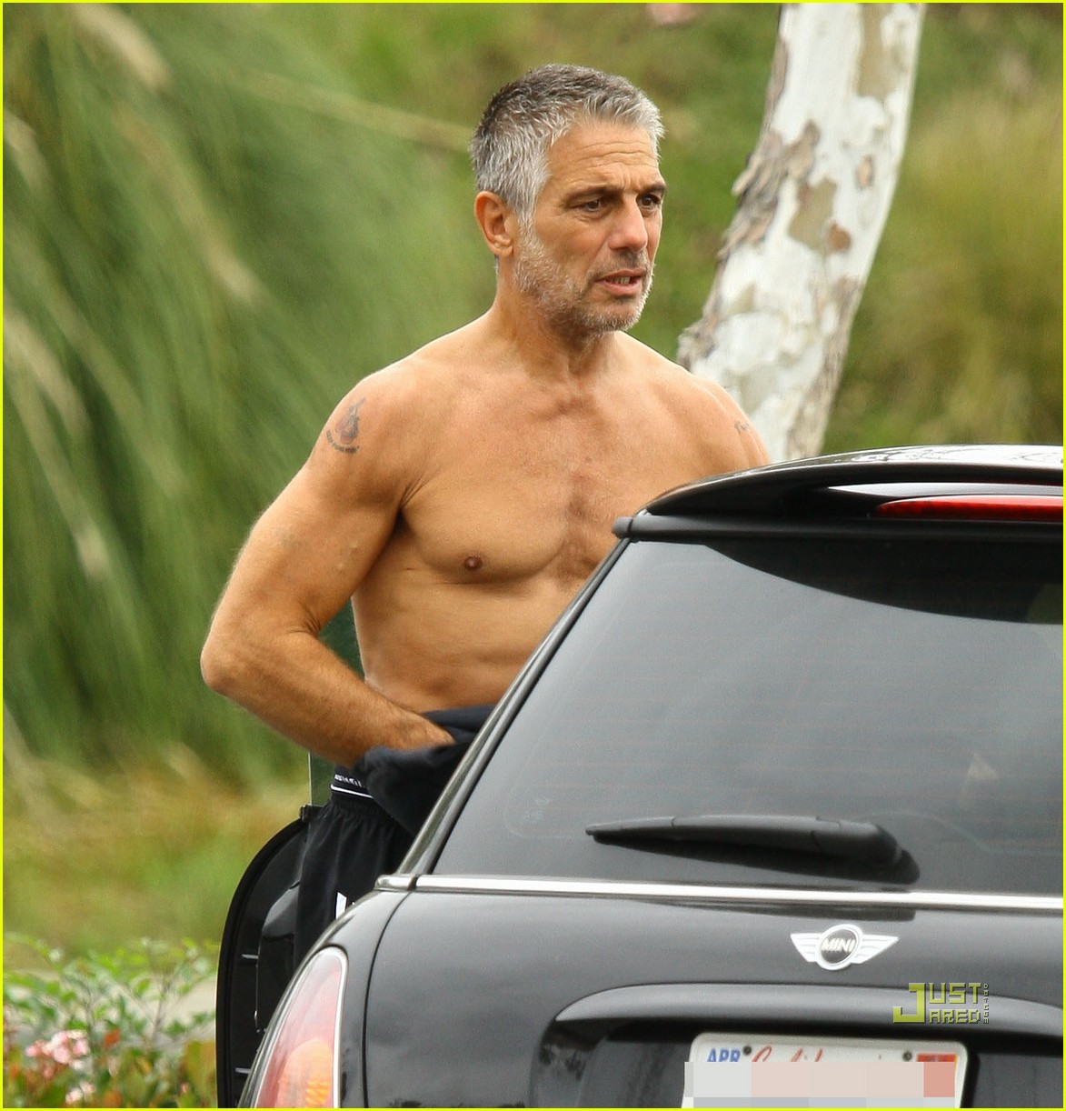 tony danza shirtless malibu grocery shopping 02