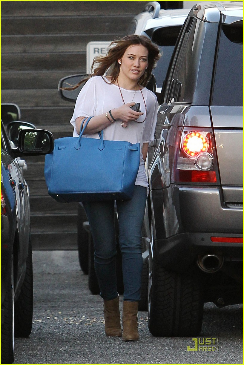 hilary duff six hour salon visit 132520432