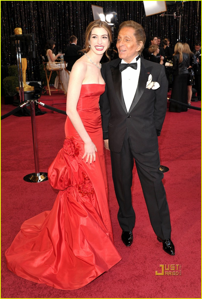 anne hathaway oscars red carpet 2011 12