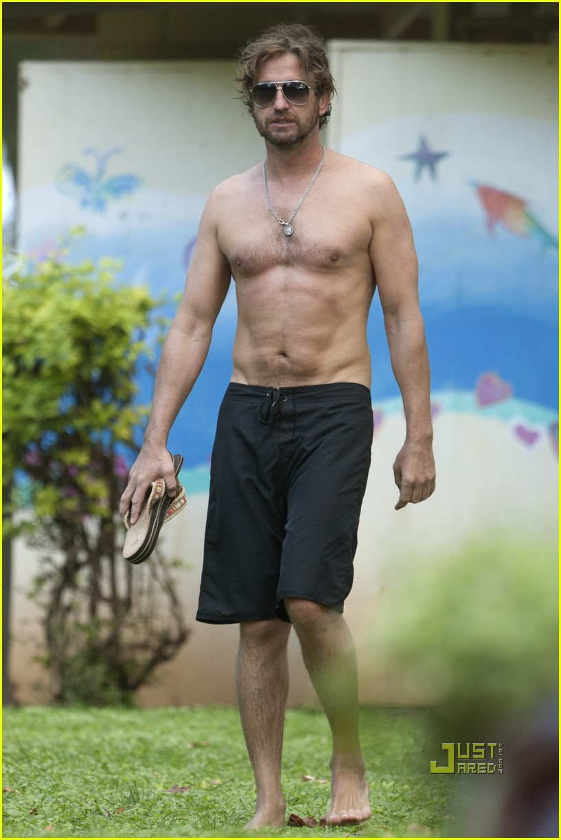 gerard butler windboarding hawaii 04