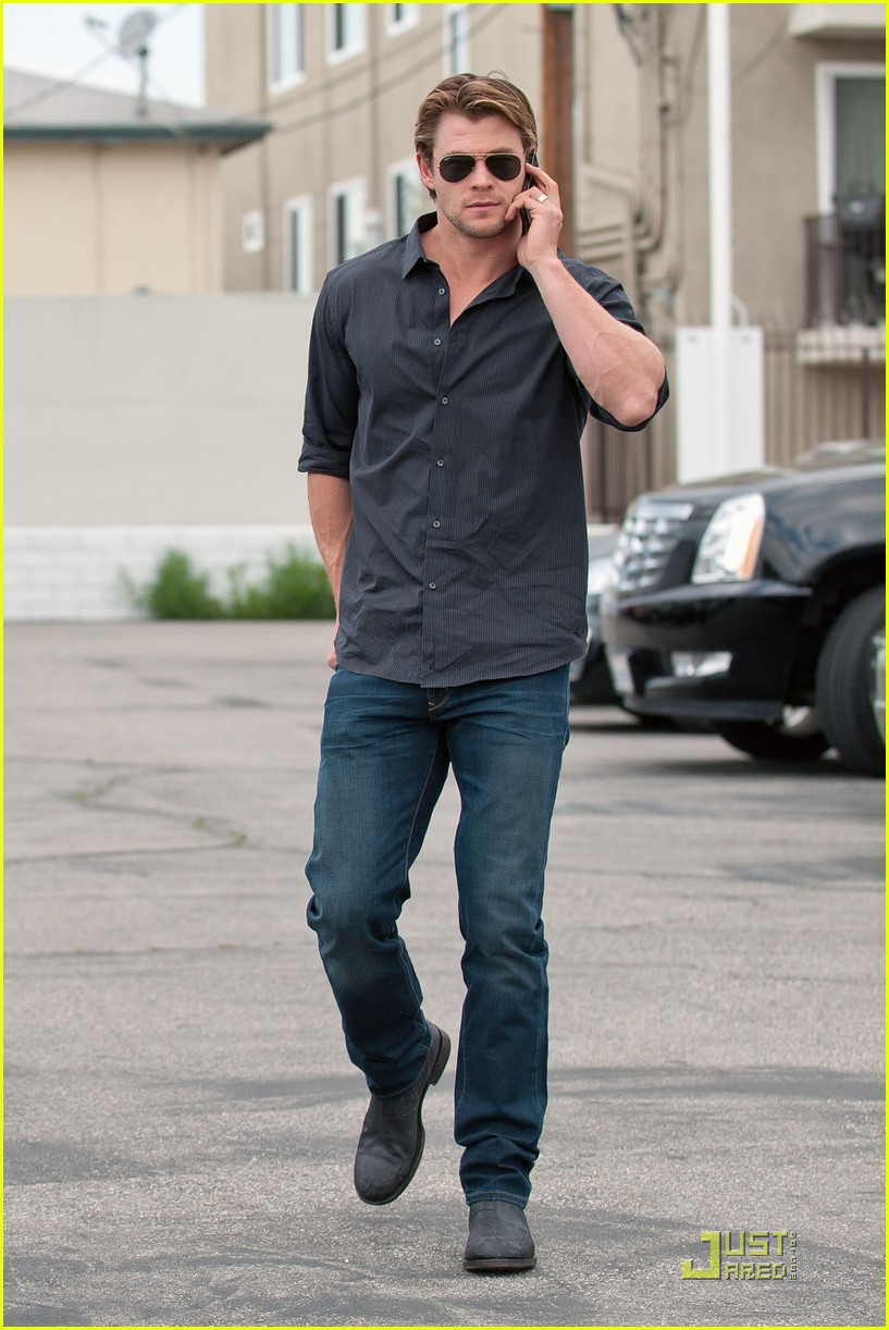 chris liam hemsworth nomad brothers 032522406